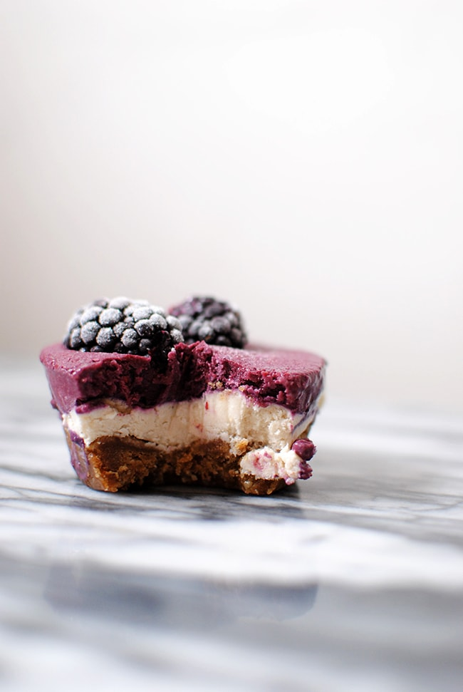 Raw Blackberry Cheesecakes Vegan