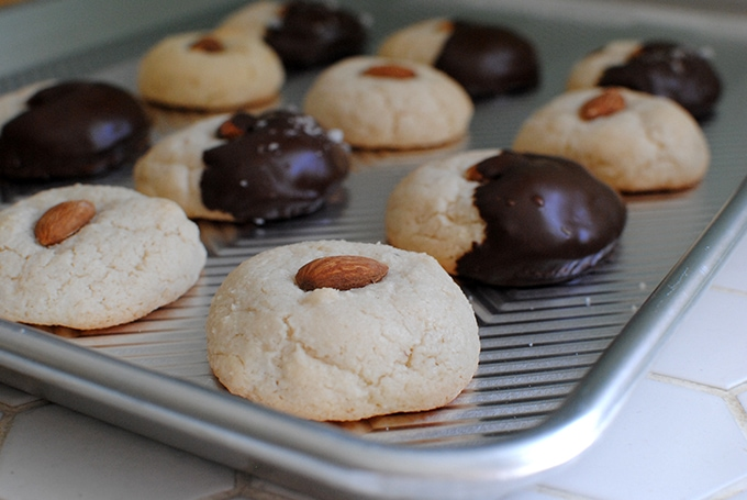 Almond Cookies | LetsEatCake.com