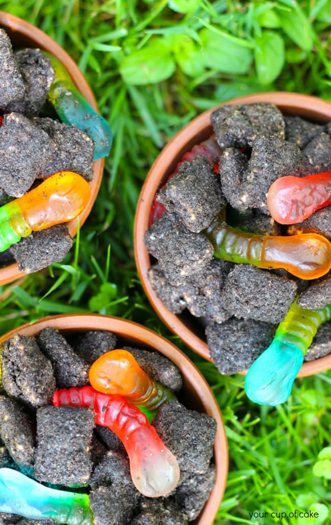25 Puppy Chow Recipes - dirt