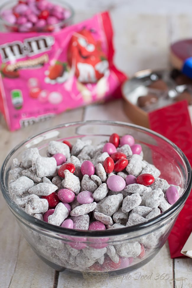 25 Puppy Chow recipes - valentine's day