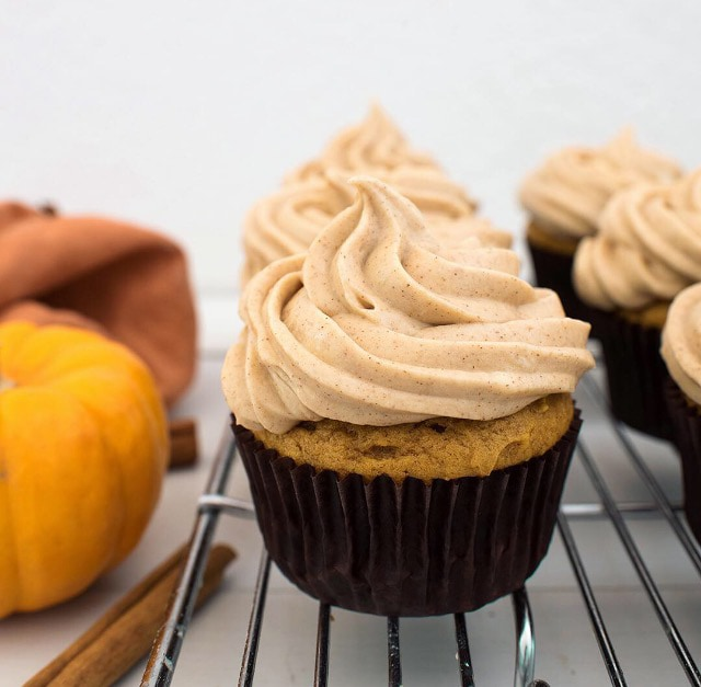 Pumpkin Cupcake with Cinnamon Cream Cheese Frosting