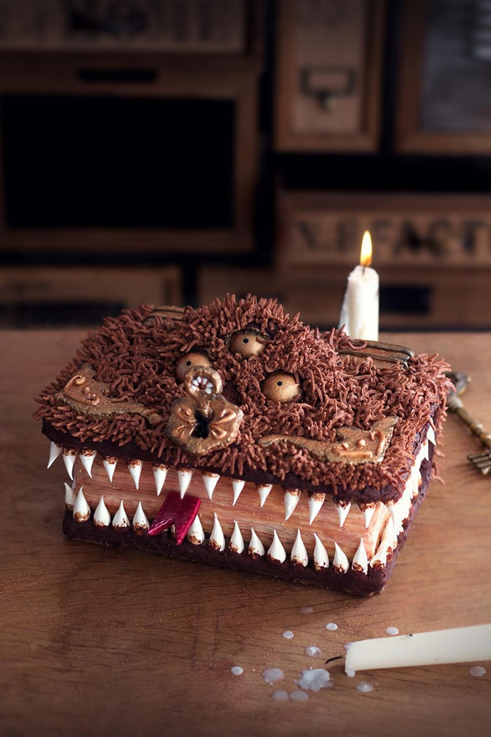 La Chateleine Creepy Halloween Cakes and Desserts - Book of Monsters
