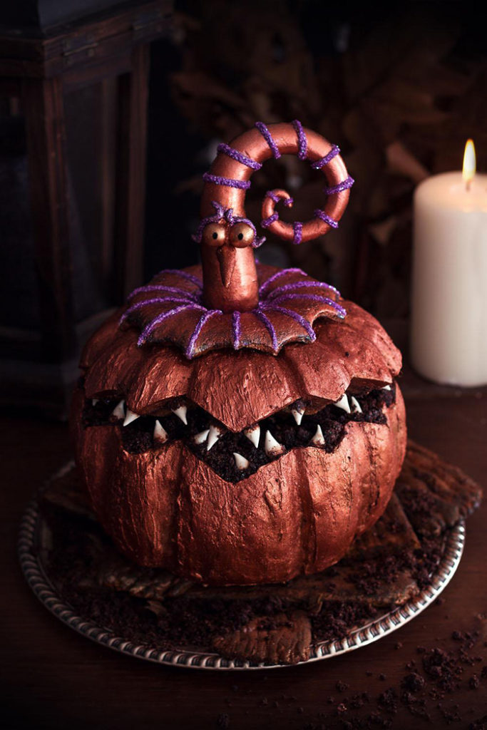 La Chateleine Creepy Halloween Cakes and Desserts - Pumpkin Halloween Cake