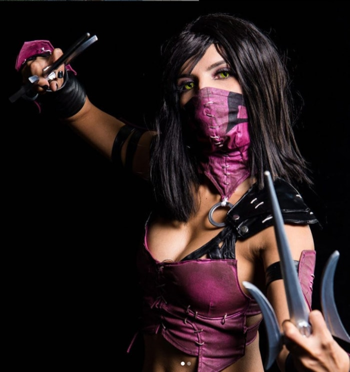 Halloween Costumes With Masks - Mileena
