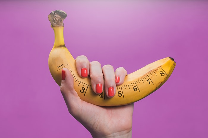 Average Girth Size - hand holding banana