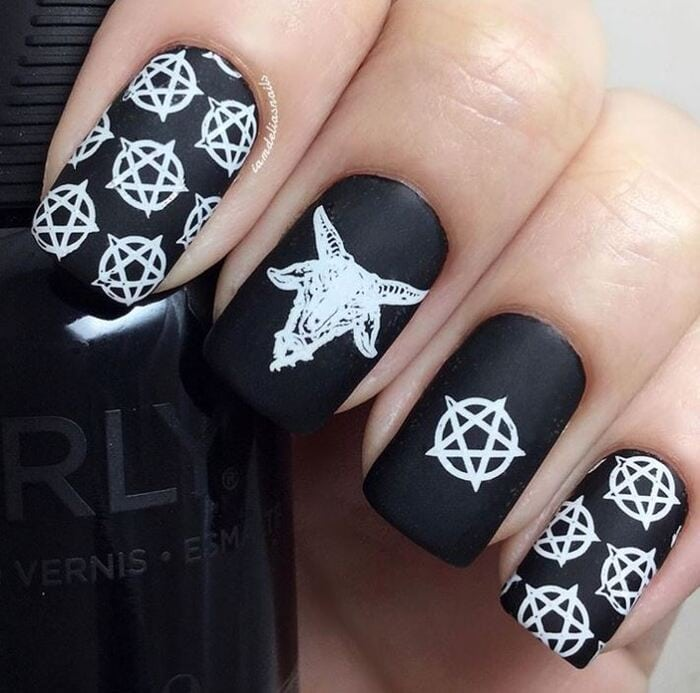 Black Halloween Nails - Witchcraft