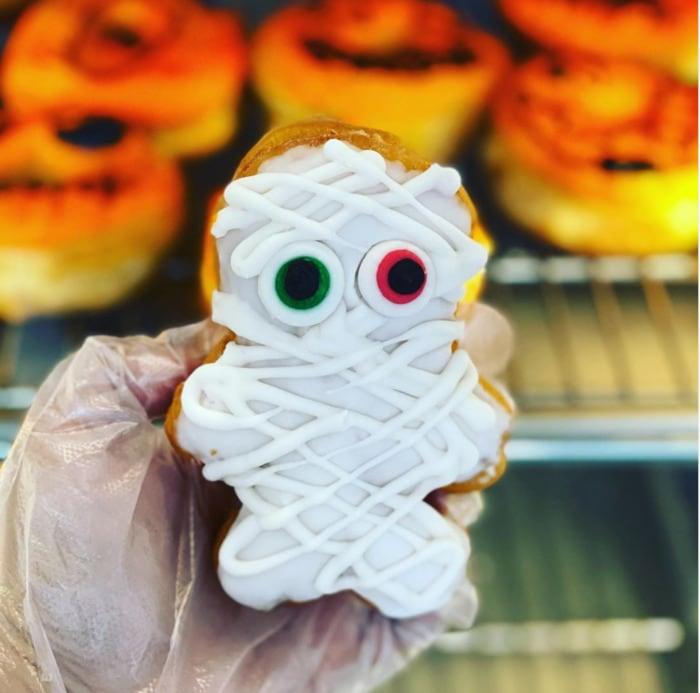 Halloween Donuts - Mummy