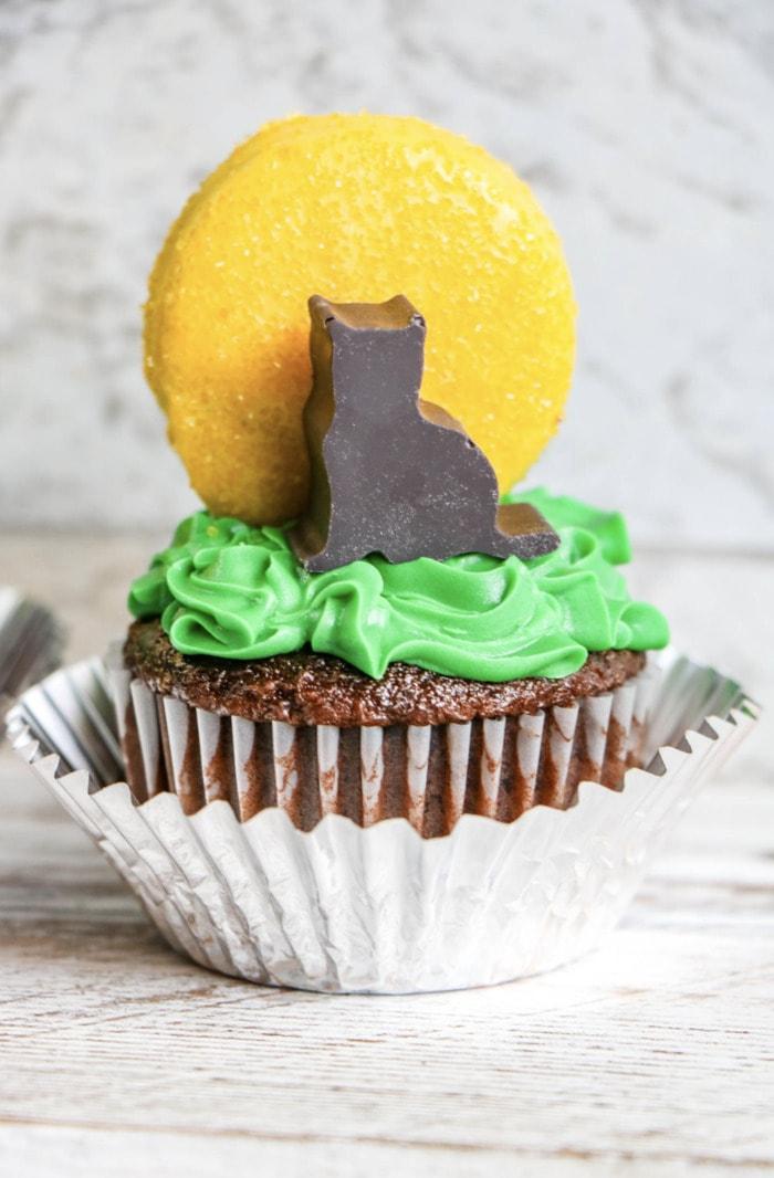 Hocus Pocus Desserts - Binx Black Cat Cupcakes