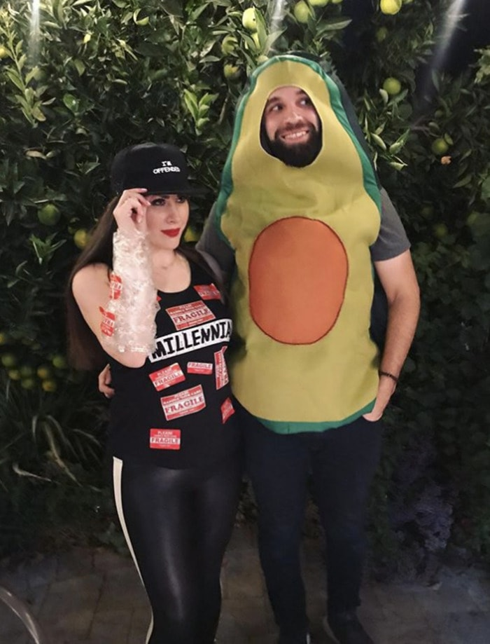 funny couples costumes - Millennial and her avocado toast
