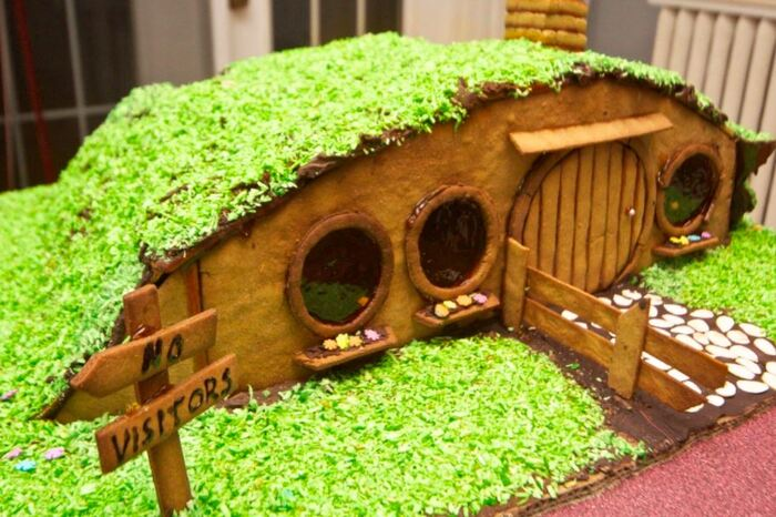 Funny Gingerbread House Ideas - Hobbit-hole