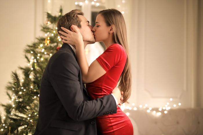 Christmas Jokes - Couple Kissing