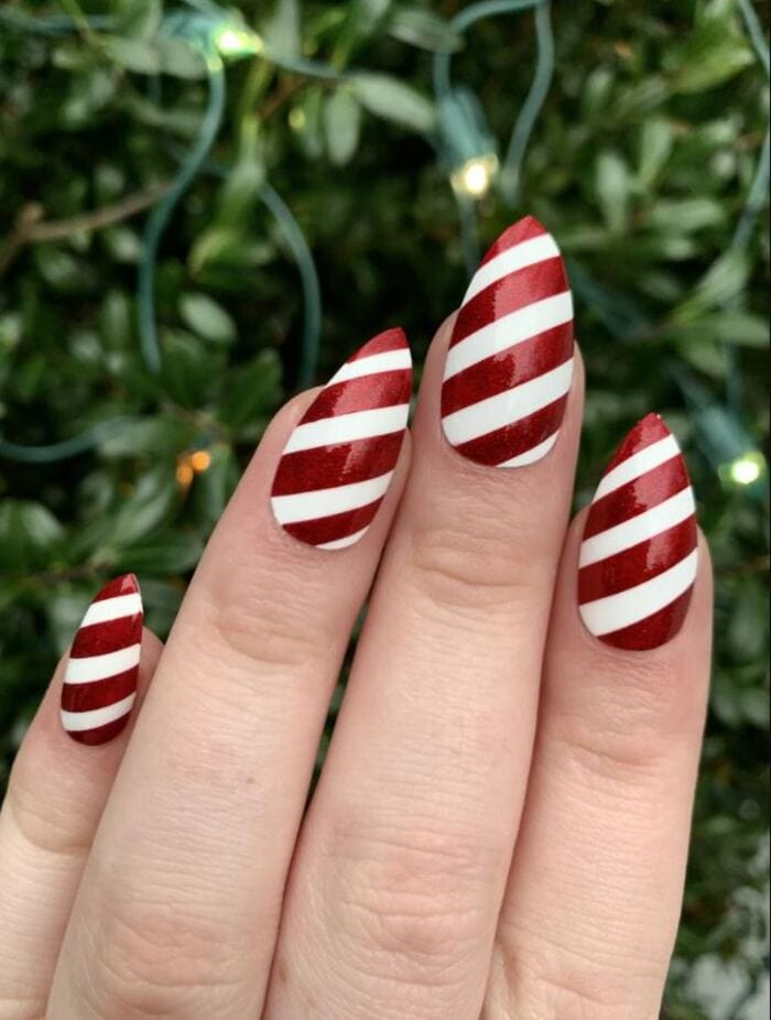 Christmas nails - Red stripy nails