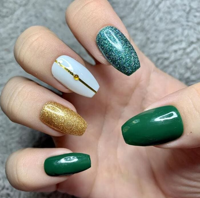 Christmas nails - Green and sparkly nails