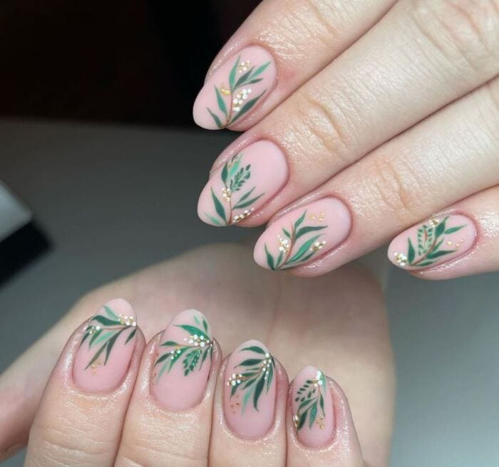 Christmas Nails - Mistletoe nails