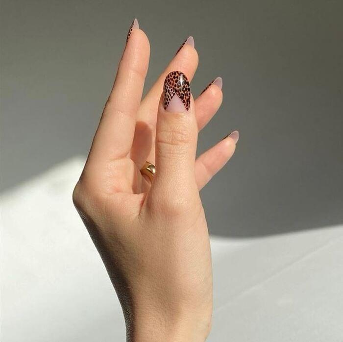 Wonder woman nails - Black and gold animal print