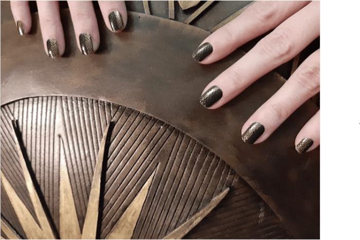 Wonder woman nails - Metallic gold and black