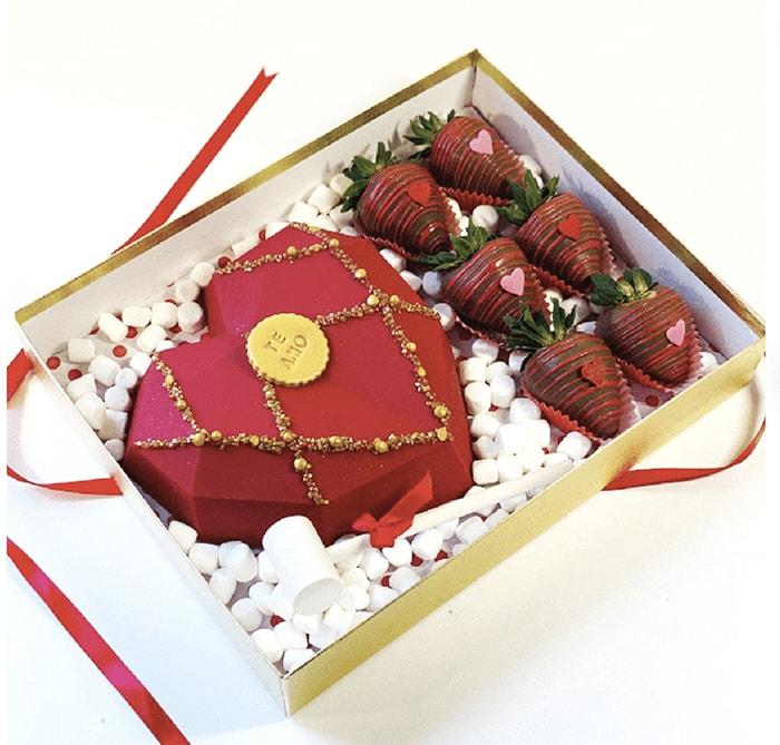 Breakable Chocolate Hearts - Te Amo Valentine