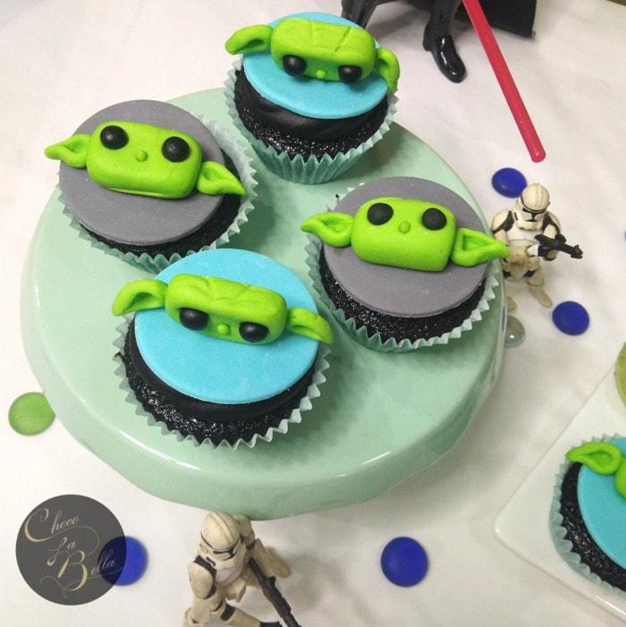 Baby Yoda Cupcakes - Yoda anime fondant cakes
