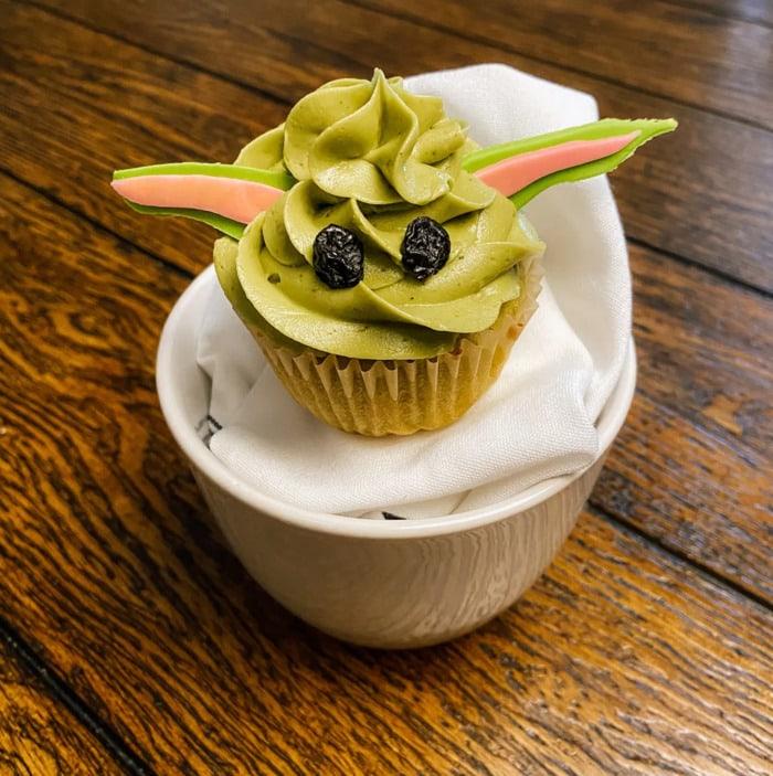 Baby Yoda Cupcakes - Star Wars matcha cupcakes