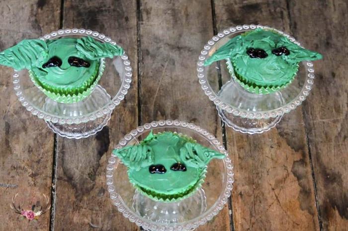 Baby Yoda Cupcakes - Mandalorian melting chocolate