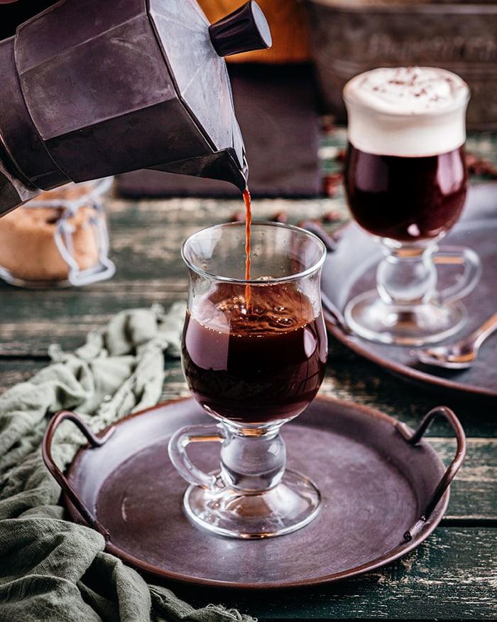 Irish Coffee - coffee pour