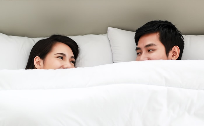 Signs You're Dating a Fuckboy - couple in bed