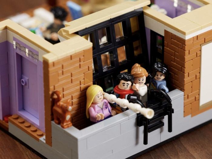Lego Friends Apartments - Monica's apartment balcony
