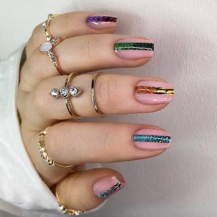 Nail Designs - glitter stripe