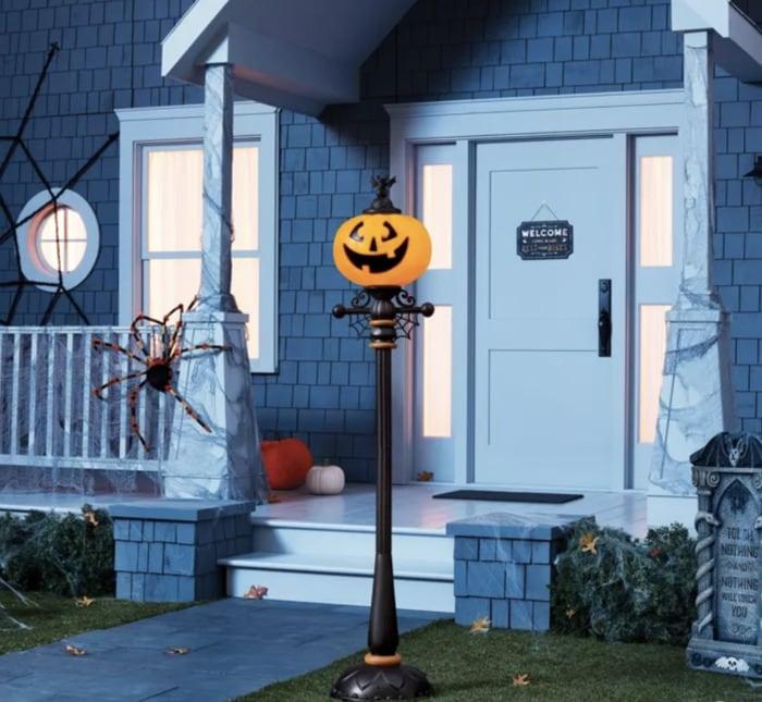 Target Halloween Hyde and Eek 2021 - Pumpkin Streetlamp