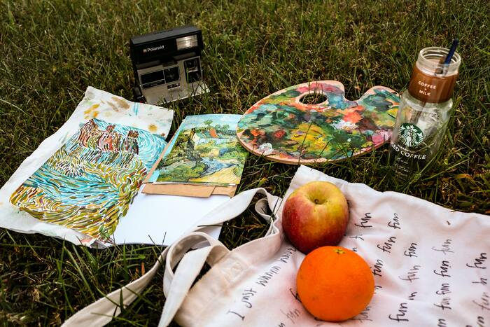 Cottagecore Aesthetic - picnic and painting